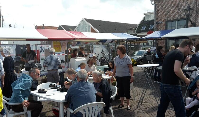 Het is inmiddels een traditie dat Rotary Monnickendam mosselen verkoopt tijdens de Monnickendammer Visdagen.