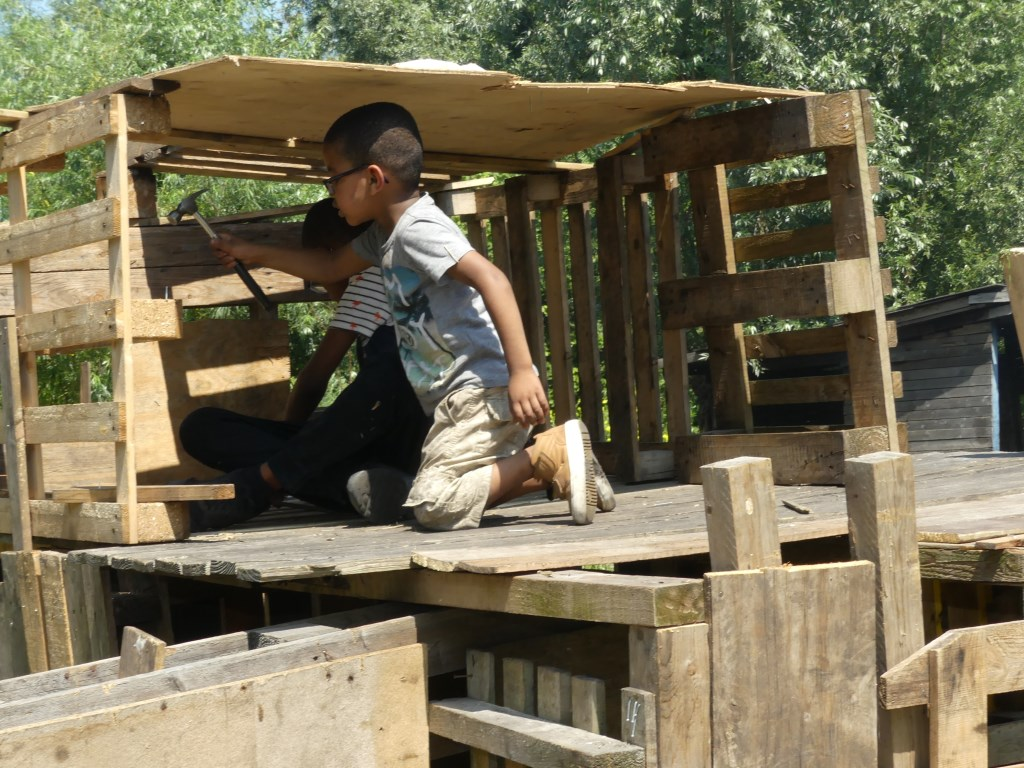 Lekker een hut bouwen. (Foto: Cees Bandt) © rodi