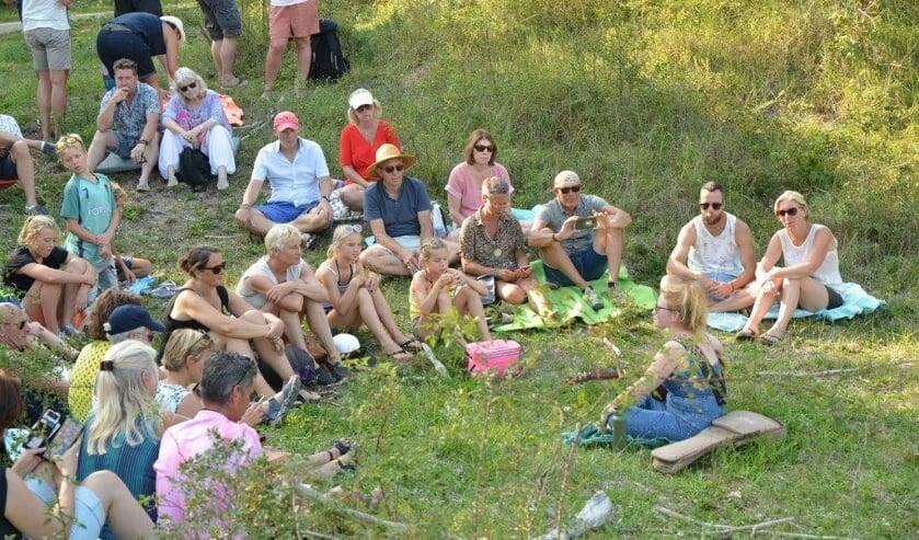 De artiesten op het Duinfestival trokken veel aandacht.