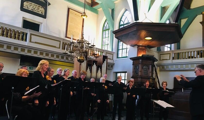Momenteel bestaat het koor uit twintig ledendie wekelijks op donderdagavond repeteren.