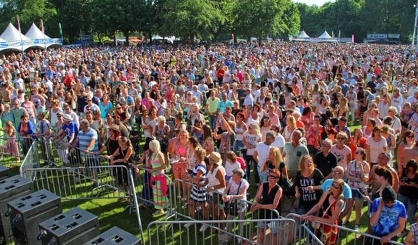 Vele duizenden mensen komen jaarlijks af op het festijn in het park.
