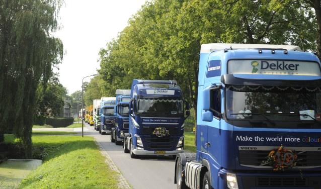 Het is een prachtig gezicht, al die vrachtwagens achter elkaar op een rijtje.