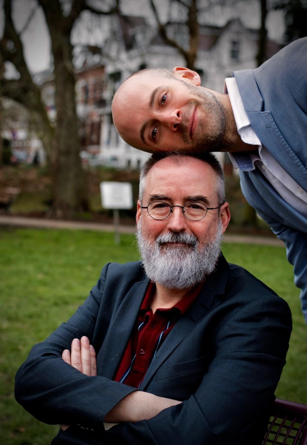 De voorstelling van dichters Ronald Giphart (onder) en Jaap Robben heet 'Ja'.  (Foto: Lucy Nieuwdorp) © rodi