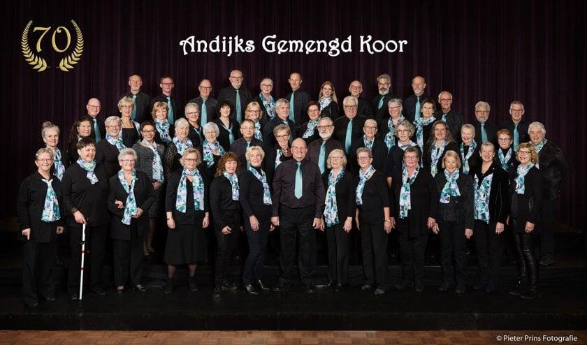 Het koor repeteert in Cultura in Andijk. Kom gerust eens luisteren!