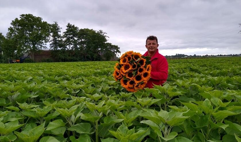 De Waardse zonnebloemkweker Erik Overtoom overwon leukemie dankzij het steunfonds VU Hematologie.