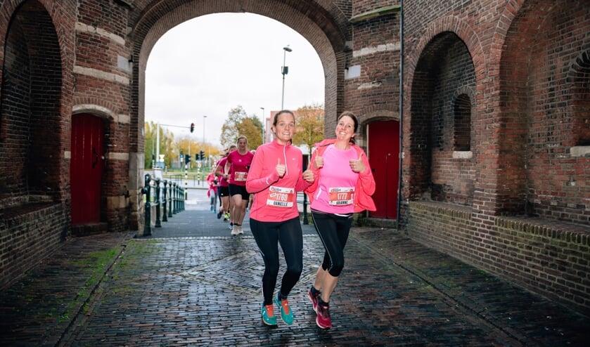 De KLM Urban Trail gaat dwars door Haarlem.