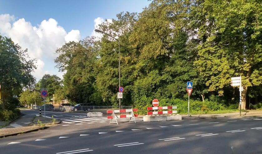 Sinds deze week is het voor auto's en motoren verboden om de Dreef vanaf de Van Veenweg in te slaan.
