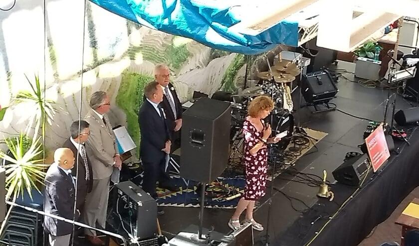 Het openingswoord werd vorig jaar verricht door wethouder Tjitske Biersteker. Ook aanwezig op de foto: voormalig burgemeester van Den Helder Koen Schuiling.