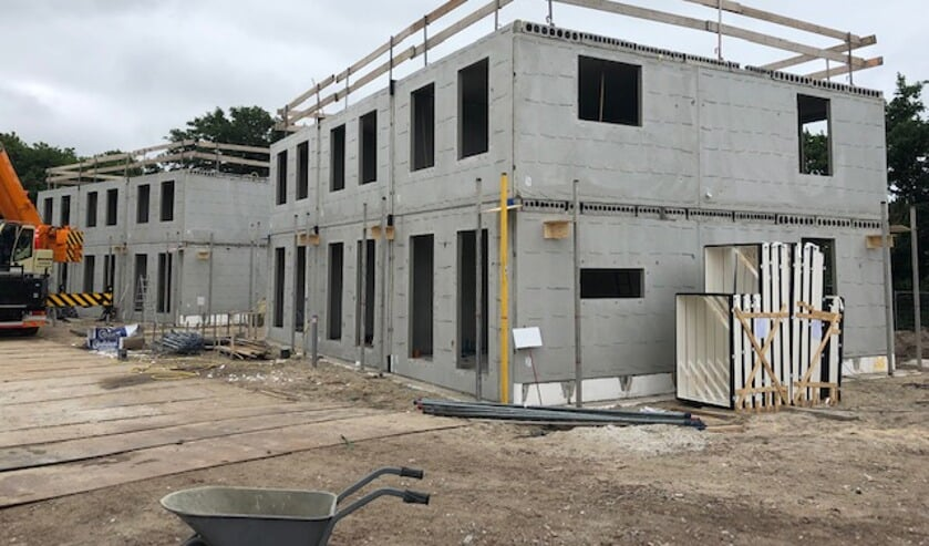 De cascobouw van de woningen is reeds voor de bouwvak gerealiseerd.