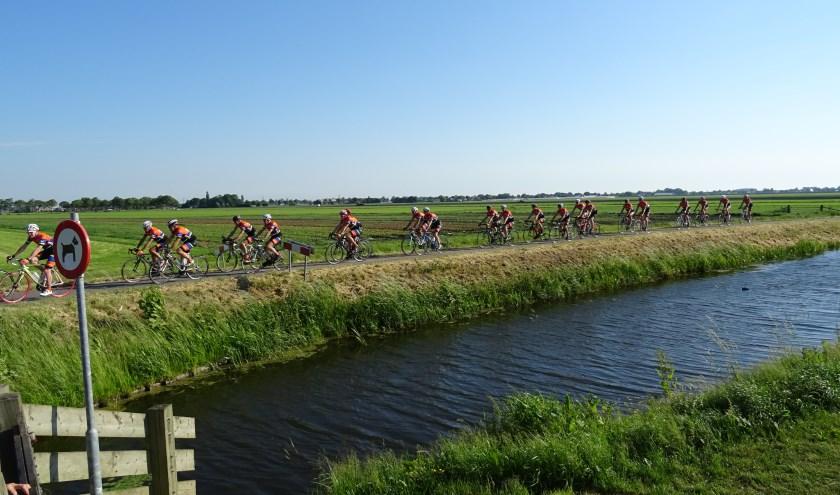 Deelnemers fietsen de tochten in eigen tempo.