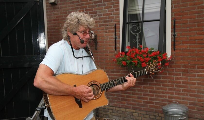 Ad Goossens zet de muzikale wandeling in Oosterleek alvast in de schijnwerpers.
