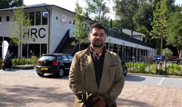 Niek van der Schatte Olivier is trots op het nieuwe onderkomen van zijn club.