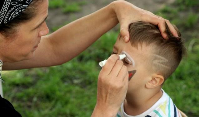 Ook kunnen kinderen zich op de Crosspoint-middagen laten schminken.