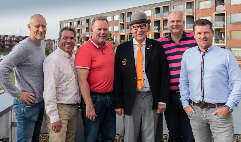 Het nieuwe bestuur loopt op 12 september mee, maar treedt in januari officieel in functie. Van links naar rechts: Gertjan Otto, Jan Peter Dompeling, Robert Kuiper, Jan Kuiper, Marco Kuiper en Bas Hillecamp.