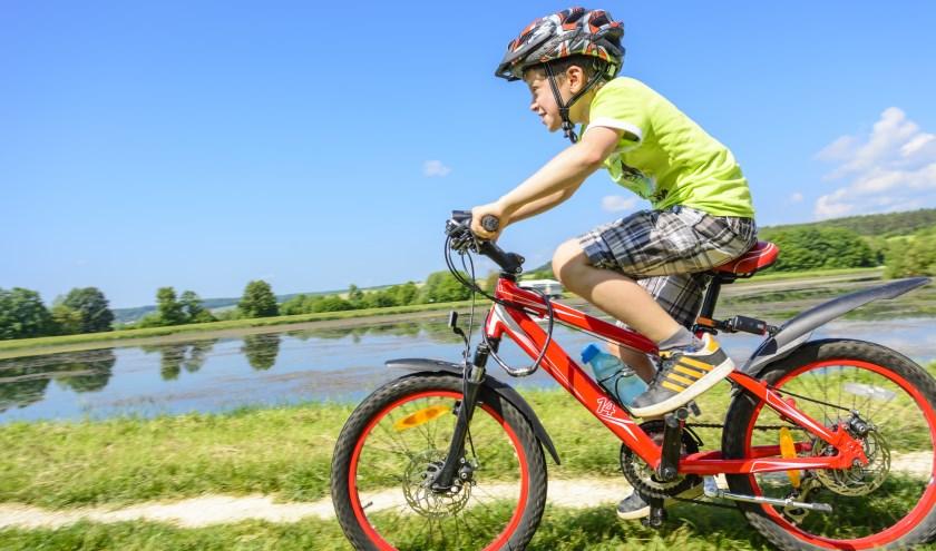 Tijdens speciale clinics in het Park van Luna leren kinderen schakelen, remmen en sturen op de mountainbike.