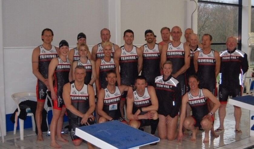 Foto van het team van Triathlon Vereniging Purmerend.