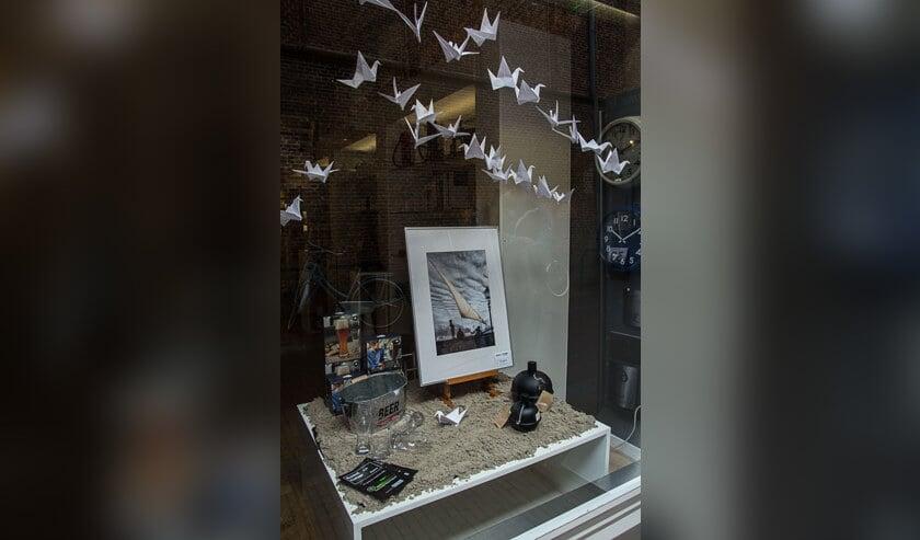 Twee weken lang exposeren de leden van twee fotoclubs hun werk in de etalages van 44 verschillende winkeliers.
