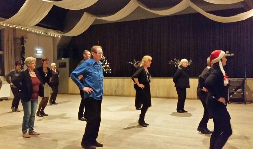 Ontmoet nieuwe mensen en komt gezellig een avond dansen opverschillende muziekstijlen.