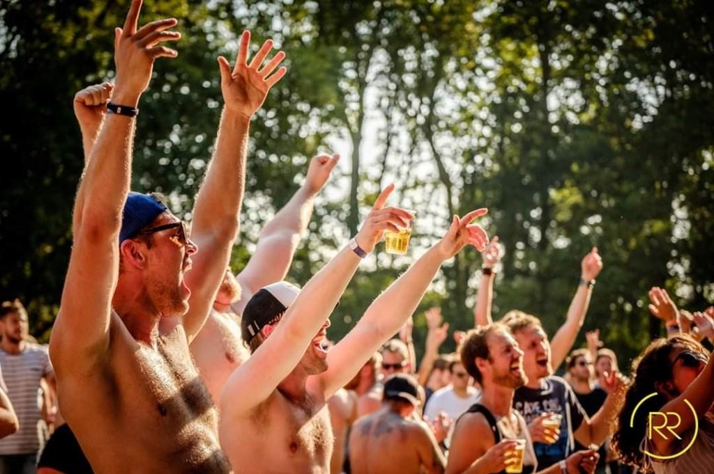 Het publiek liet zich het goed smaken - zowel het bier als de muziek. (Foto: Richard Rood) © rodi