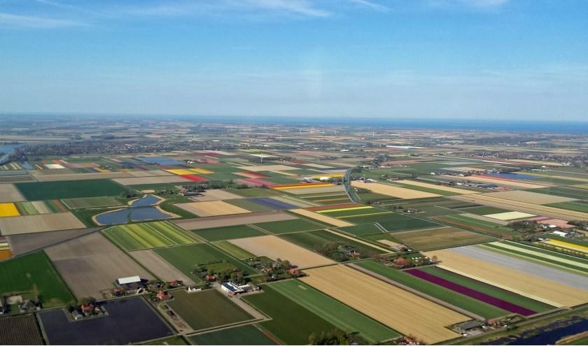 Noord-Holland van bovenaf gezien. Als je je aanmeldt voor de nieuwsbrief maak je kans op een rondvlucht.