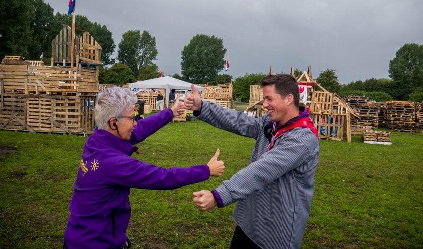 Niet alleen de kinderen vinden huttendorp leuk. De vrijwilligers willen dit evenement ook niet missen.