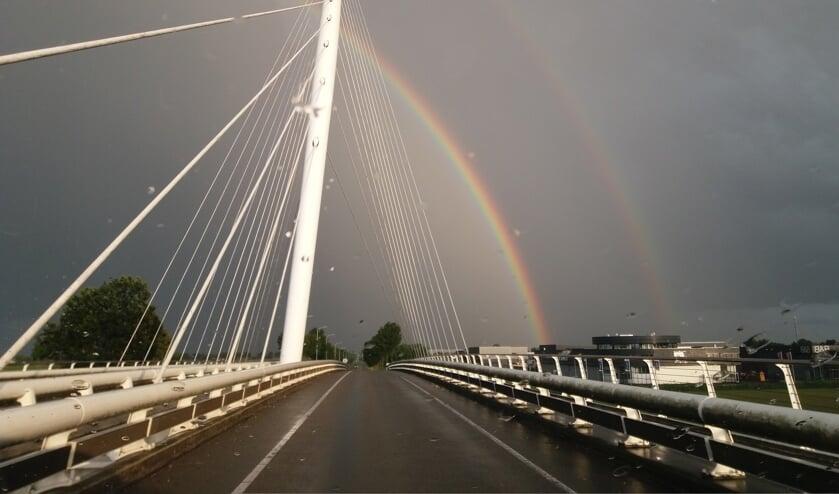 Dubbele regenboog boven de Calatravabrug.