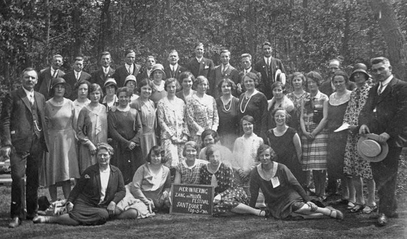 Herkent u de mensen op de foto?