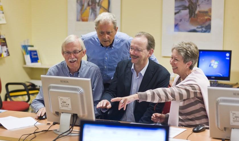 De ambassadeurs staan klaar om computercursussen, lezingen en inloopspreekuren te verzorgen.