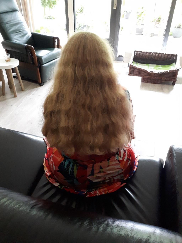 Marijke had haar haar lang laten groeien, speciaal voor het goede doel. (Foto: aangeleverd) © rodi