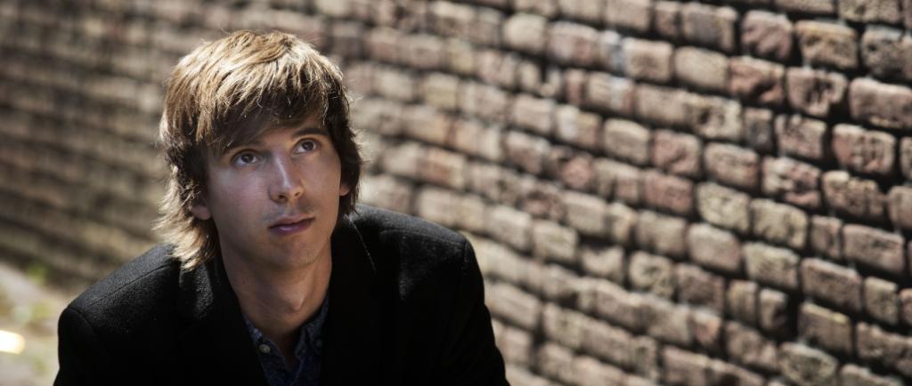 <p>De singer-songwriter maakt en speelt niet alleen zijn eigen muziek, hij maakt ook videoclips.</p> (Foto: Marco Bakker) © rodi