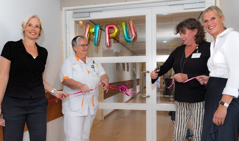 v.l.n.r. Tjarda de Man (psychiater), Linda Mulder (verpleegkundige AOA), Hanneke de Wit (psychiatrisch verpleegkundige) en Marjan Rijnja (unithoofd AOA/MPU).
