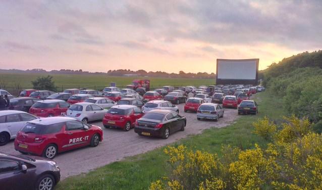 De met vier Oscars bekroonde kaskraker Bohemian Rhapsody bekijken vanuit je eigen auto op een megascherm van 128 m2.
