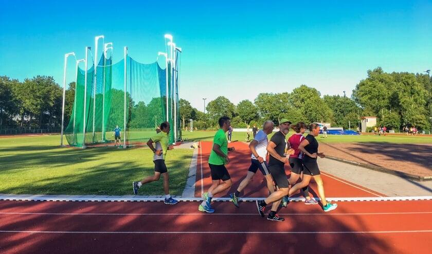Leer hardlopen op de atletiekbaan van Hera.