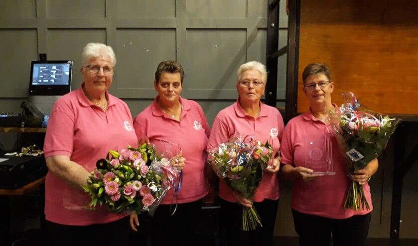 Prijswinnaars Anneke Molenaar,Gerie Kamps, Marrie Schuur, Janny Schuur.