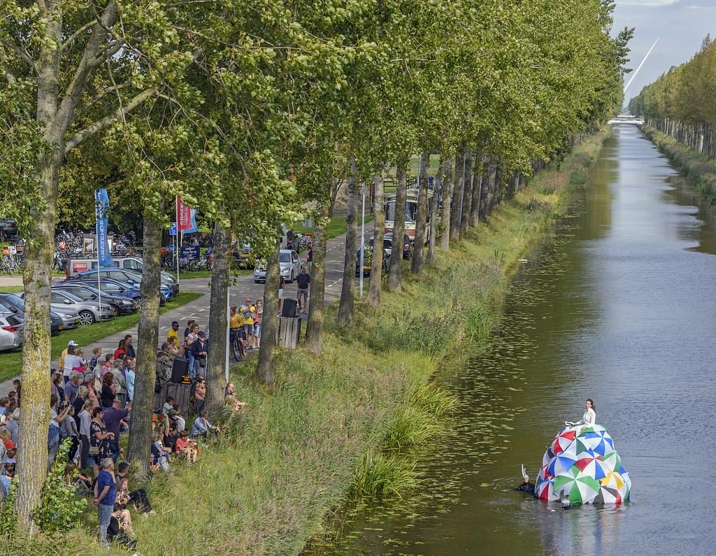 De Drijvende Diva zorgt voor een magische, theatrale muziekuitvoering op het water.  (Foto: Kees van der Veer Hoofddorp) © rodi