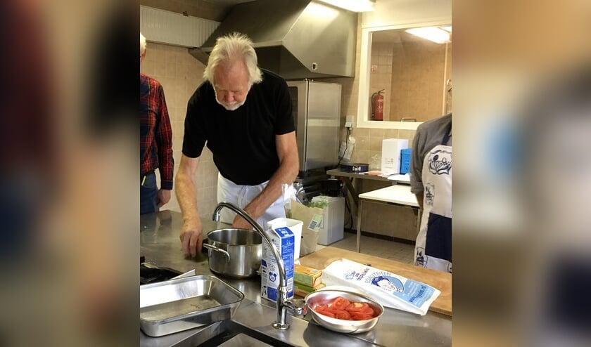 Kok Theo Louter leert u alle fijne kneepjes van het koken. Oók aan beginners!
