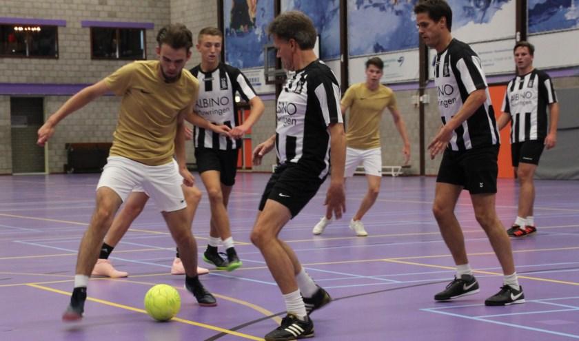 NVDB (gouden shirts) in actie tegen De Heertjes/Albinotrouwringen 1.