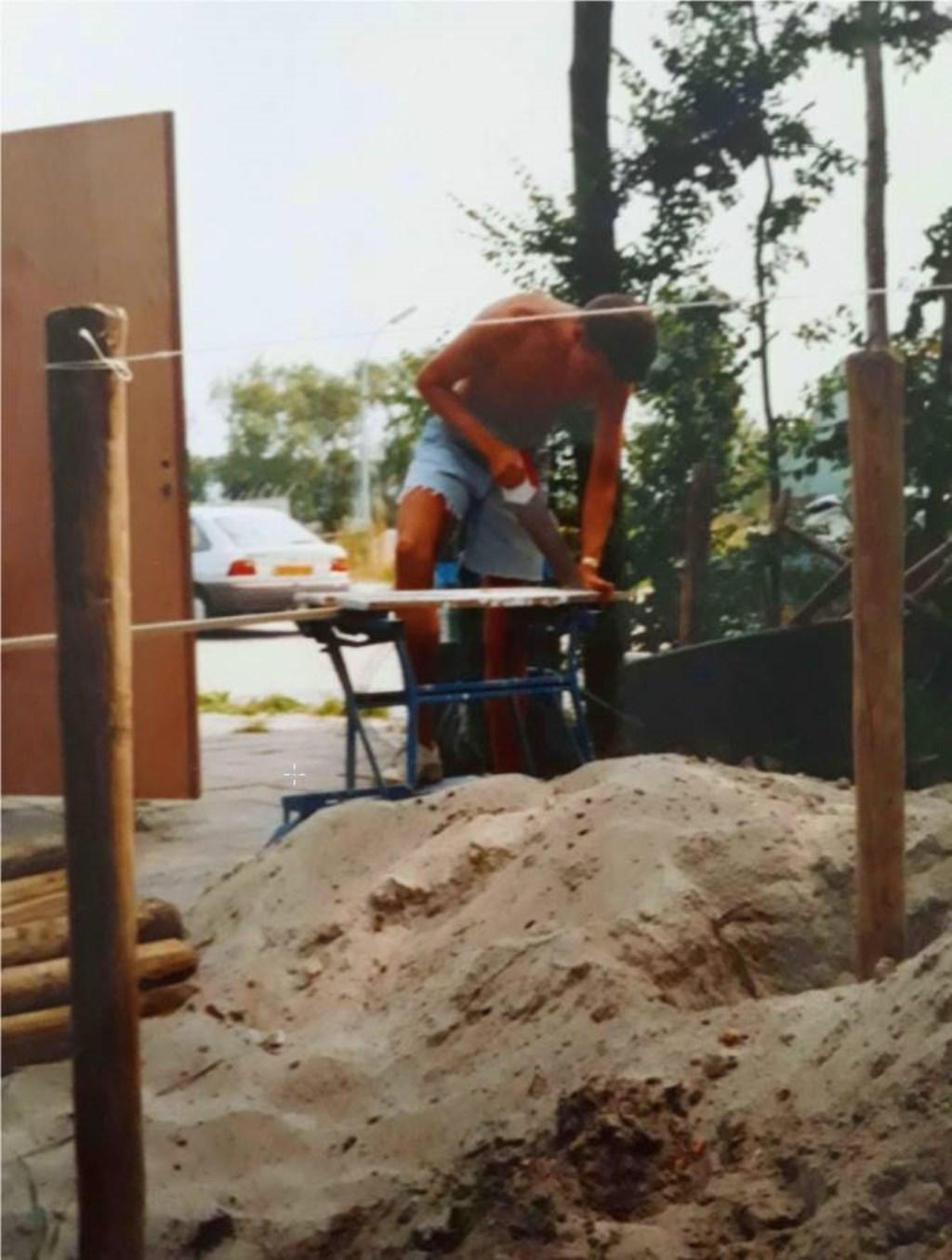 De bouw van het pand van de Duintreffers, 25 jaar geleden.  © rodi