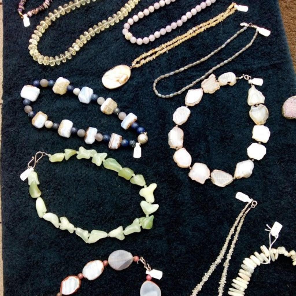 Ook sieraden zijn te zien tijdens de Kunstroute.  (Foto: Aangeleverd) © rodi