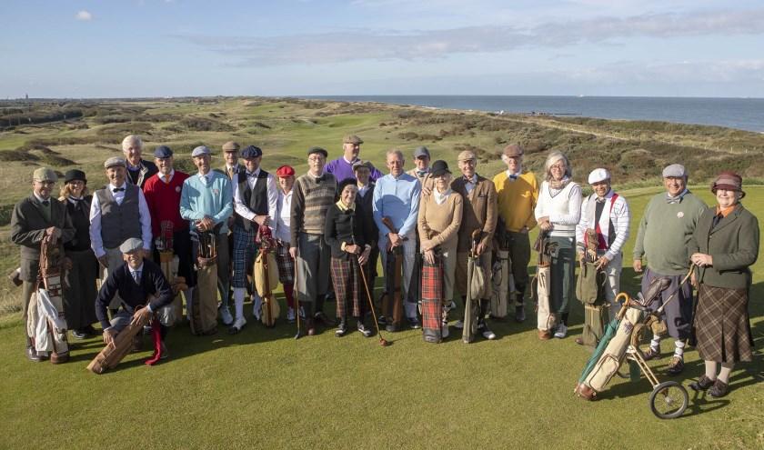 Hickory-golfers, in dit geval op Domburg, gaan met hun beleving van het golfspel wel honderd jaar terug in de tijd.