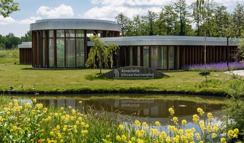 Uitvaartcentrum Purmerend staat aan de Purmerweg 94.