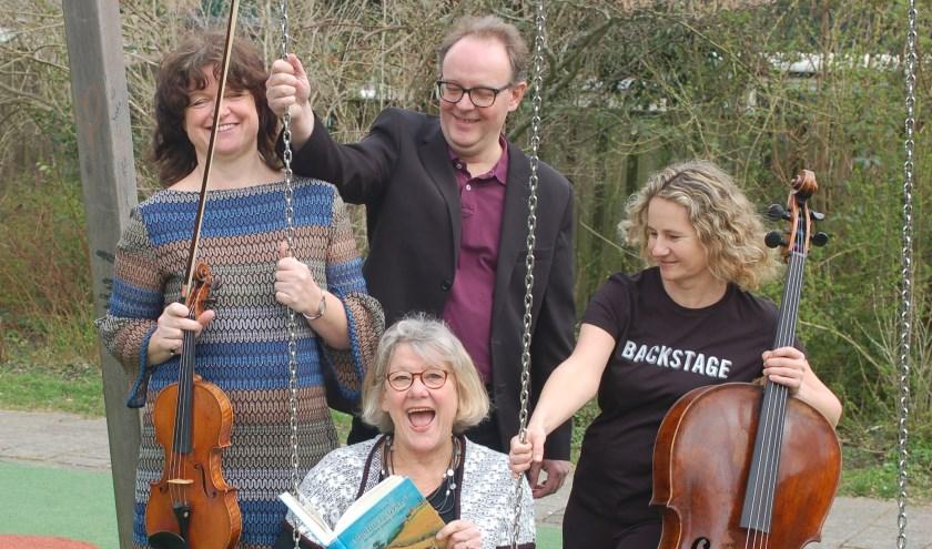 Violiste Sandra Kox, celliste Evelien Dubbeldam, pianist Hendrik-Jan Bosma en vertelster Carien van Opstal.