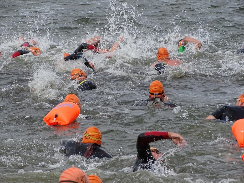 Wie zwemmen er dit jaar mee van Monnickendam naar Marken of andersom? (Foto: Pep) © rodi