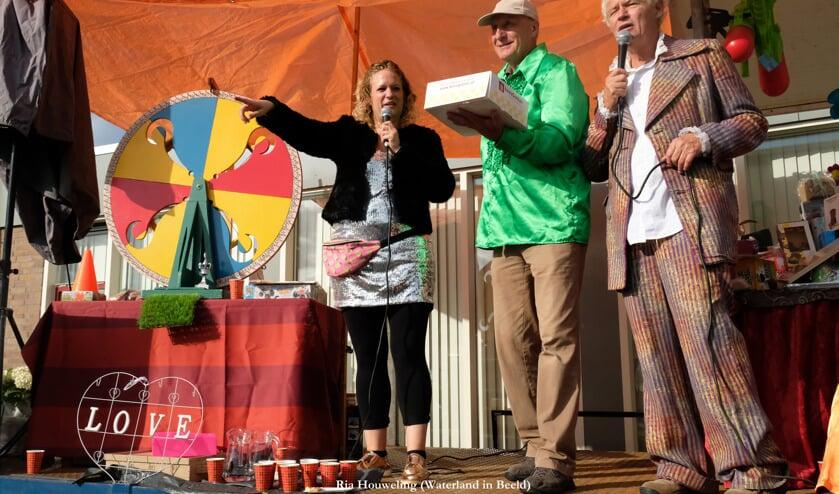 De prijzen voor het Rad van Avontuur en de loterij zijn deels geschonken door de Waterlandse middenstand en overtroffen de stoutste verwachtingen van het organiserend comité.