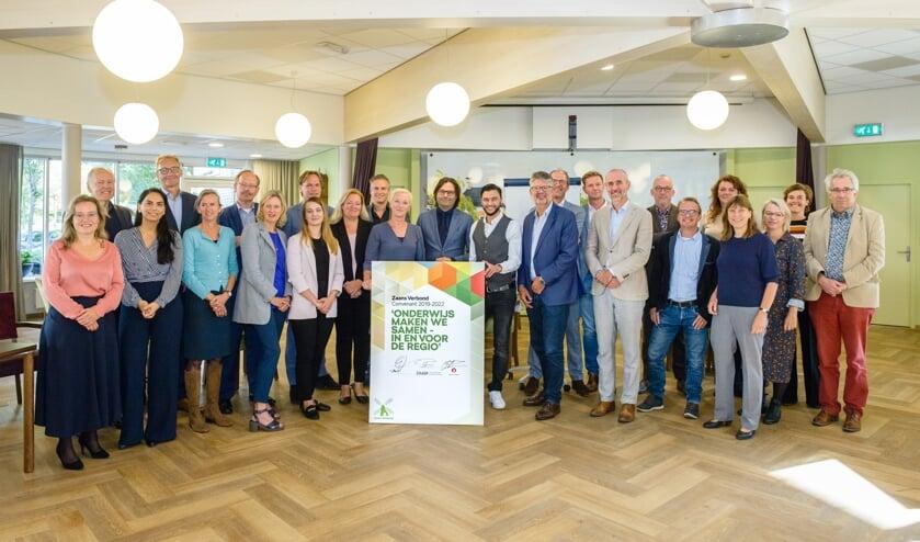 De Zaanse besturen ondertekenden een nieuw convenant Zaans Verbond in Zorgcentrum Mennistenerf in Zaandam, een van de partners in het opleiden voor medewerkers in de zorg.