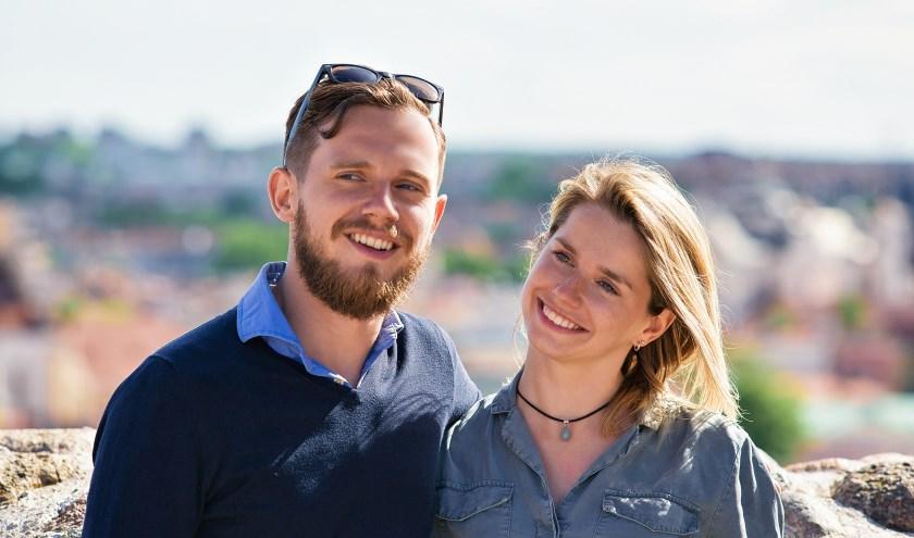 Broer en zus met vakantie