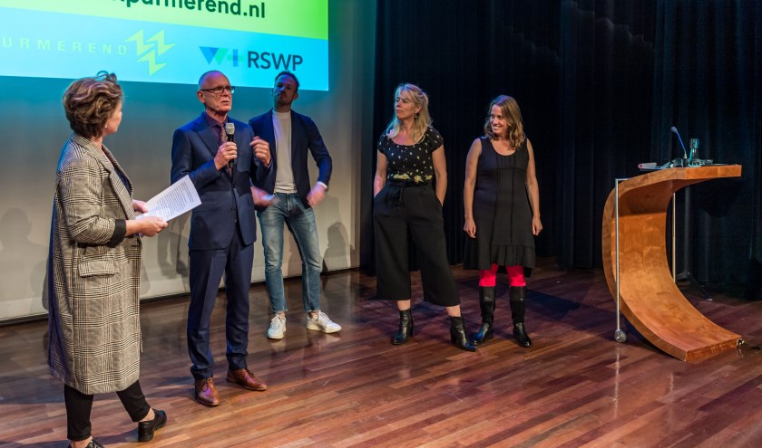 Wethouder Harry Rotgans is zeer te spreken over het project. Verder op de foto: Monique Spliet, Chris van der Veen, Mirna Ligthart en Marieke Boon. filmmakersduo