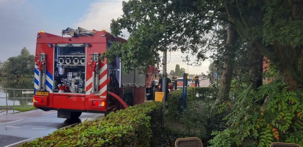 Brandweer is ter plaatse om het water weg te pompen.  (Foto: Aangeleverd) © rodi
