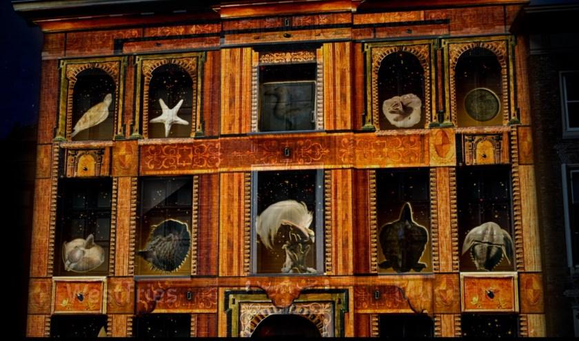 De gevel van het Westfries Museum is het deco voor het videomapping-project 'Twee Graden'.