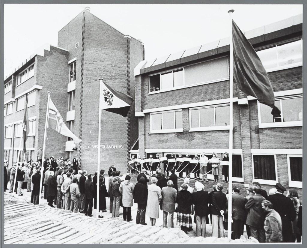 Opening Waterlandhuis waarin het Waterlands Archief was gevestigd in 1979 Foto: Maarten Oortwijn © rodi